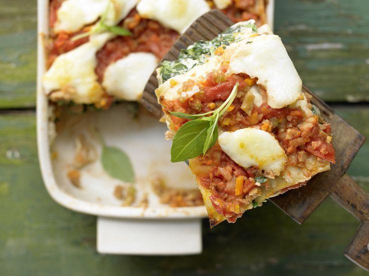 Vegetarische Lasagne – smarter - mit Seitan und Spinat - smarter - Kalorien: 633 Kcal - Zeit: 40 Min.   eatsmarter.de Diese Lasagne kommt völlig ohne Fleisch aus und ist lecker.