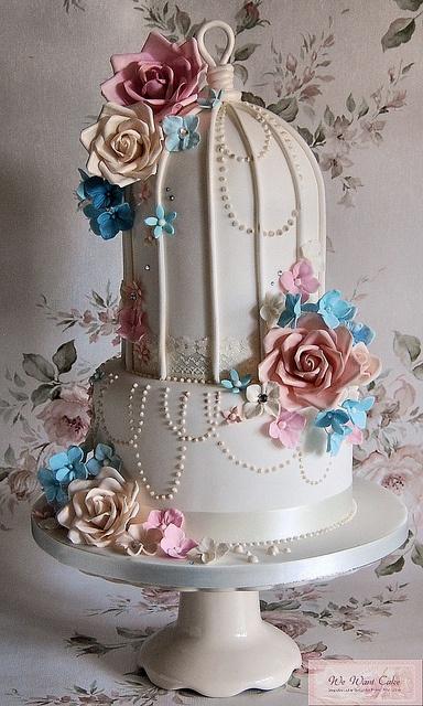 Torta con forma de jaula, una de las tendencias en temáticas en bodas este 2013 son las aves.