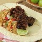 Asiatiska grillspett med nudelsallad