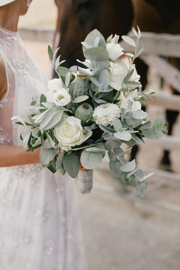 Bruidsboeket met eucalyptus Foto's: Mister & Misses Do Trouwjurk: Jolie Bruchsa …  – FLOWERS