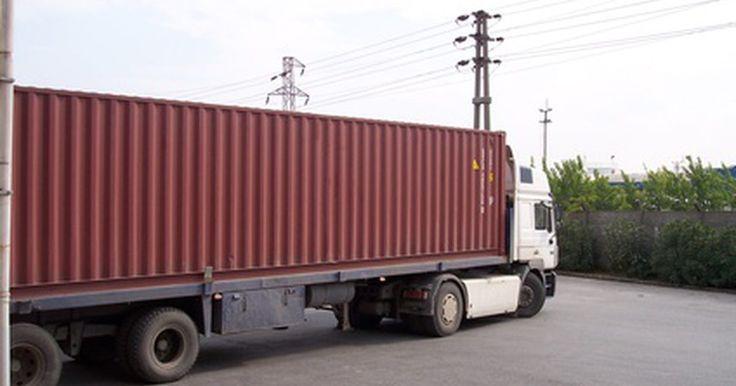 Como financiar um caminhão ou trailer. Caminhões e trailers não são baratos. A maioria das pessoas que compram esses veículos para trabalhar precisam fazer financiamentos em bancos ou financeiras. Felizmente, qualificar-se para um financiamento de caminhão e trailer é um processo relativamente fácil. Seu caminhão ou trailer servirá como garantia, significando que quem emprestar o ...