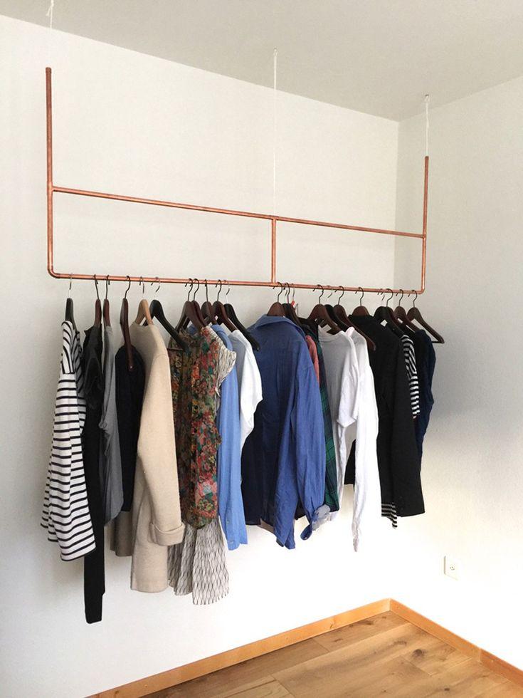 Je komt het regelmatig op Pinteresttegen: prachtige inloopkasten met kledingrekken om je mooiste items te showen. Of studio's met weinig ruimte waar je kledin