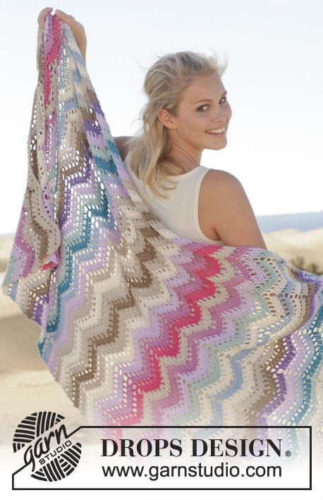 "Crocheted blanket by Garnstudio. Spring/Summer 2014 Collection. | Virkad DROPS filt i ""Cotton Light "" med sicksacksmönster. ~ DROPS Design"