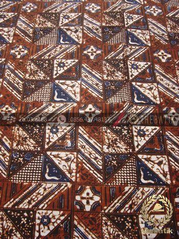 Kain Batik Motif Klasik Tambal Kecil | Indonesian Batik Fabric Pattern Design http://thebatik.co.id/kain-batik-bahan/