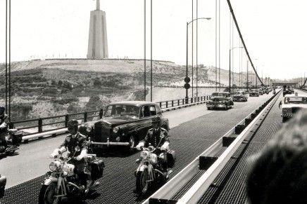 A inauguração da Ponte sobre o Tejo