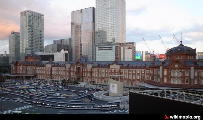 東京駅丸の内駅舎(東京都千代田区)は、辰野金吾が設計した赤レンガのファサードをもつ駅舎であり、特例容積率適用区域制度を適用して未利用容積を別の敷地に売却して事業費を捻出し、戦災により焼失した部分の復元を行っている。  平成23年No.3の出題は、「特例容積率適用区域制度」の部分が「総合設計制度」になっている誤りの枝でした。