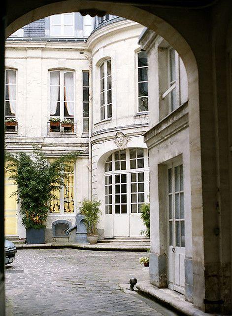 elegant courtyard, left bank