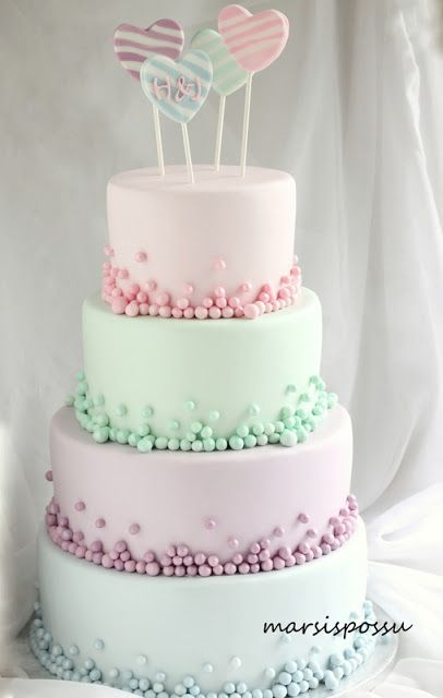 Marsispossu: Pastellisävyinen hääkakku, Wedding cake with pastel colors