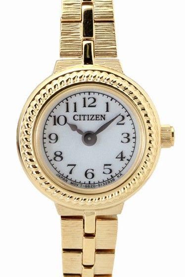 EG2983-51A  EG2983-51A 30240 CITIZEN KII のエコドライブ時計のご紹介です ブレスレットのような華奢なクラシックデザインにソーラーバッテリーを採用 機能性を兼ね備えたかわいい時計です ゴールドもお肌になじみのいいカラーでTPOを選ばずにお使いいただけます エコドライブは太陽や室内のわずかな光りを電気に換えて時計を動かす シチズン独自の時計です 電池交換は不要です ソーラーウォッチの為ご使用前に時計文字盤面に光を当てて 十分に充電し時間を合わせてご利用下さい 保証書について 保証書は購入明細書納品書と合せて保管していただきますようお願いします 修理の際は保証書と購入明細書納品書を合わせてご提出ください