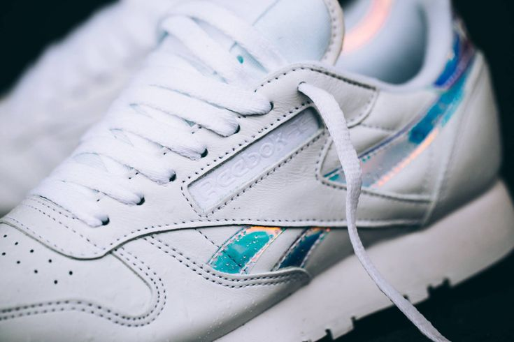 chaussure-reebok-classic-leather-rd-w-white-iridescent-logo-2