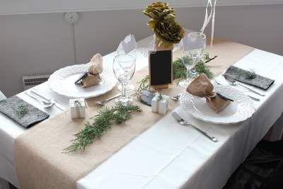 borddækning bryllup rustik hessian