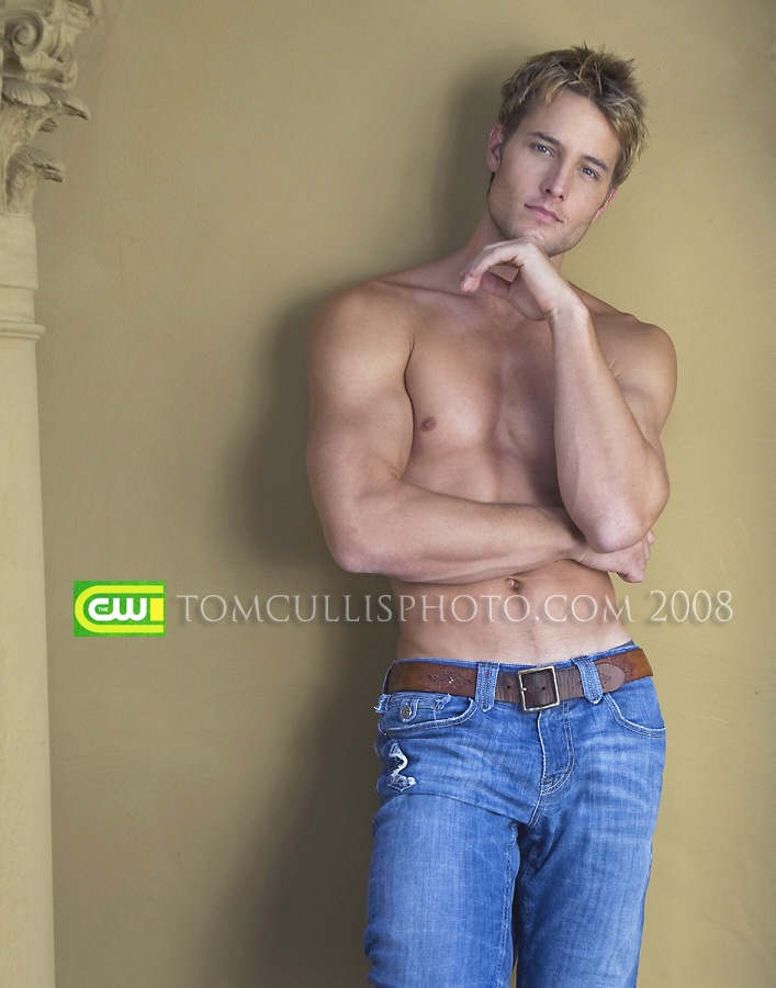 Justin Hartley. Smallville.I don't care what show he's on, he's hot!