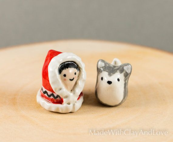Little Inuit Girl And Her Husky Miniature par MadeWithClayAndLove