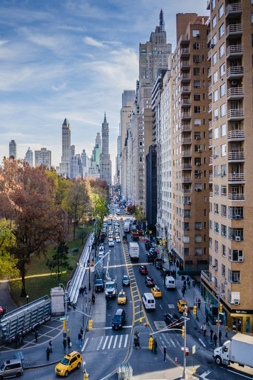 A view looking East down 59th St (Central Park South) towards 5th Avenue, by Miguel K.