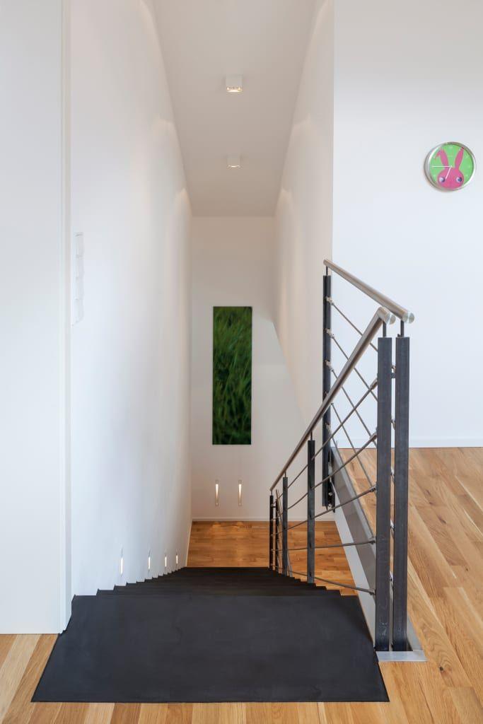 Finde moderner Flur, Diele & Treppenhaus Designs: Beton Ciré auf Treppe. Entdecke die schönsten Bilder zur Inspiration für die Gestaltung deines Traumhauses.