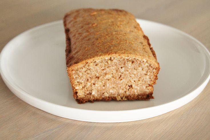 Een heerlijk stevig en voedzaam brood met een lekkere crunch door de kokosrasp. Het grote voordeel is tevens dat het brood zonder gist en ei gebakken is. Heerlijk met wat abrikozenjam, chocoladepa...