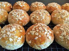 Breidablikkfruen: Glutenfrie rundstykker med gulrot og kesam