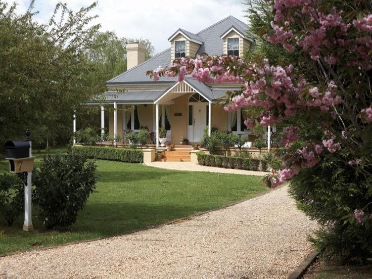 605 best australian country style images on pinterest for Australian country style homes