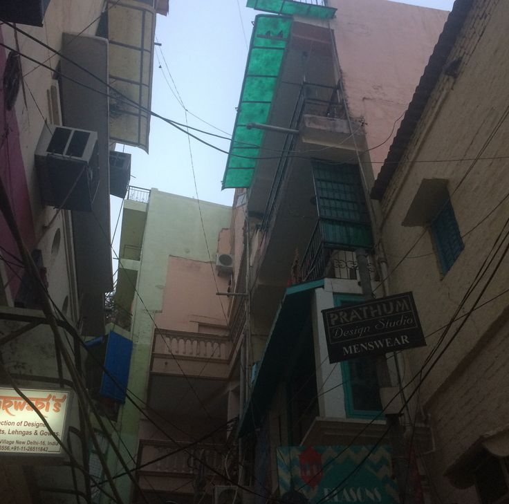 It was always a delight to look up in India. Although very urbanised, the buildings here looked like sweet little lego constructions built one on top of the other.