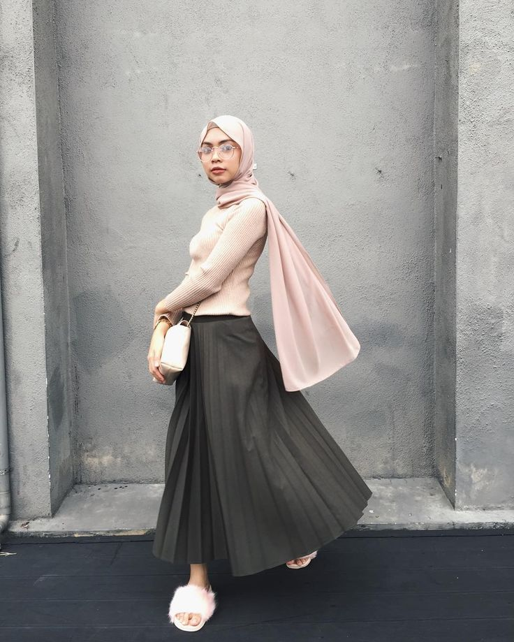 "2,093 Likes, 6 Comments - Izreen Syafika (@izreensyafika) on Instagram: ""When you're trying to do a different pose, hence the result💃🏼"""