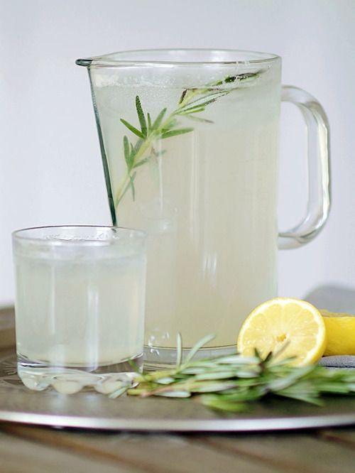 Lemoniada o smaku rozmarynu