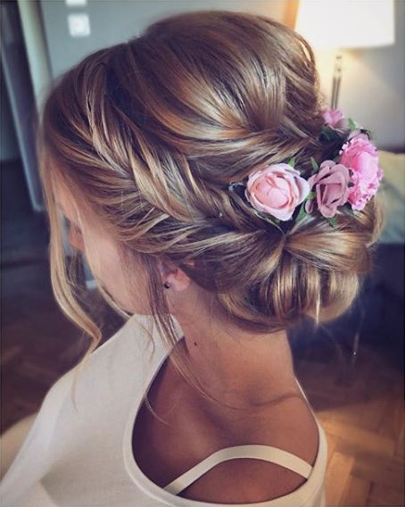 Braided hairstyles with flowers is beautiful for brides at weddings – Page 15 of 38