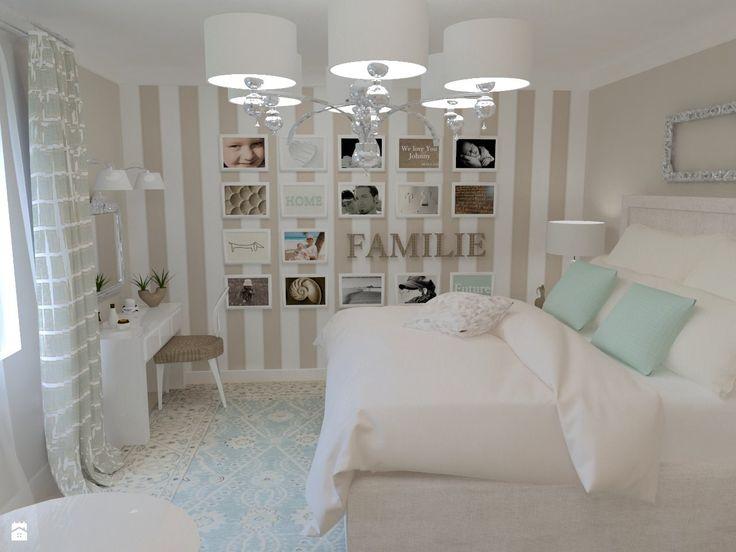 Klasyczna sypialnia w jasnych stonowanych barwach z kącikiem dla bibliofila.