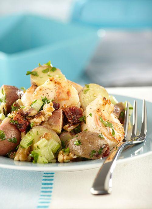 Ensalada de papa con tomate seco y langostinos Chef: Juanita Umaña Esta ensalada es ideal para servir como acompañamiento de un filete de pescado o una pechuga de pollo.