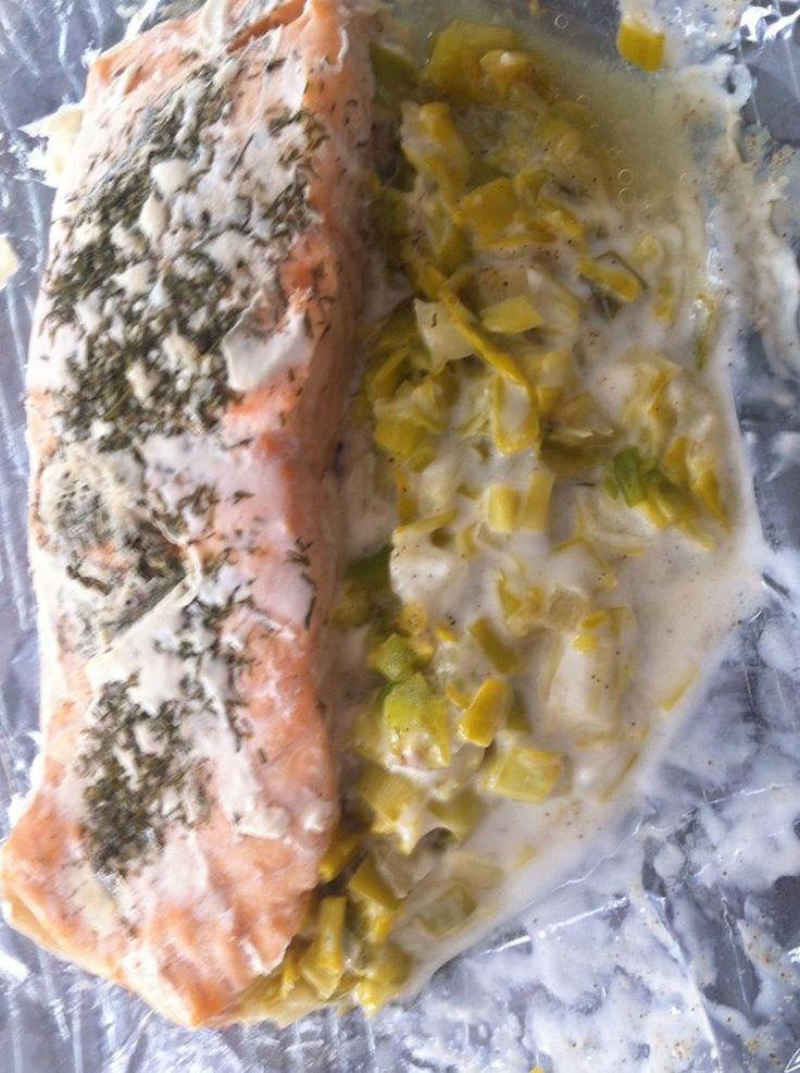 Papillote+de+saumon+sur+lit+de+poireau+(compatible+dukan)