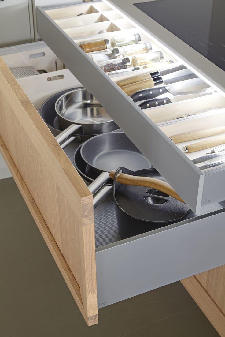 dica | SoHo | Una cocina contemporánea con interiores bien equipados | A contem…