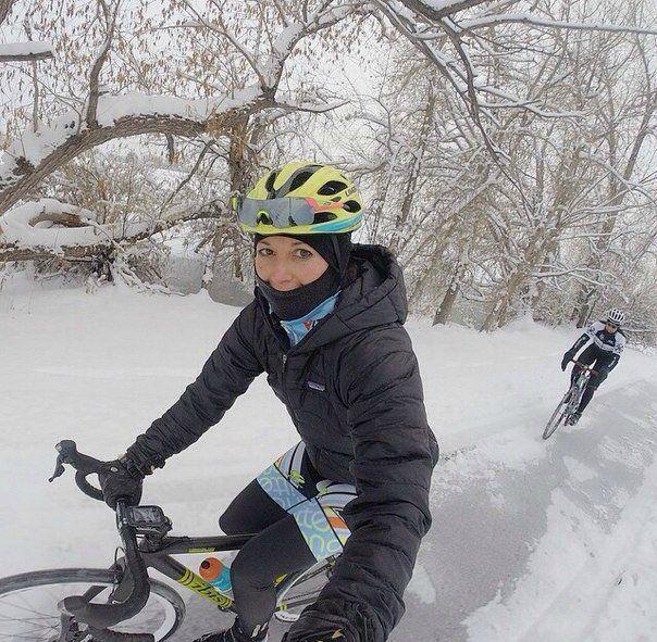 Какие они бывают, девушки на велосипедах...? Во-первых, настоящие и постановочные. Конечно же, приятнее видеть настоящих. Посмотрим тех и других? Есть постановочные девушки на велосипедах, иногда ф...
