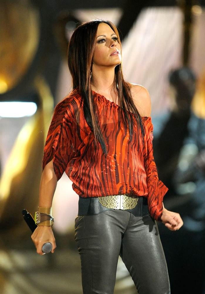 one of my idols <3 sara evans!