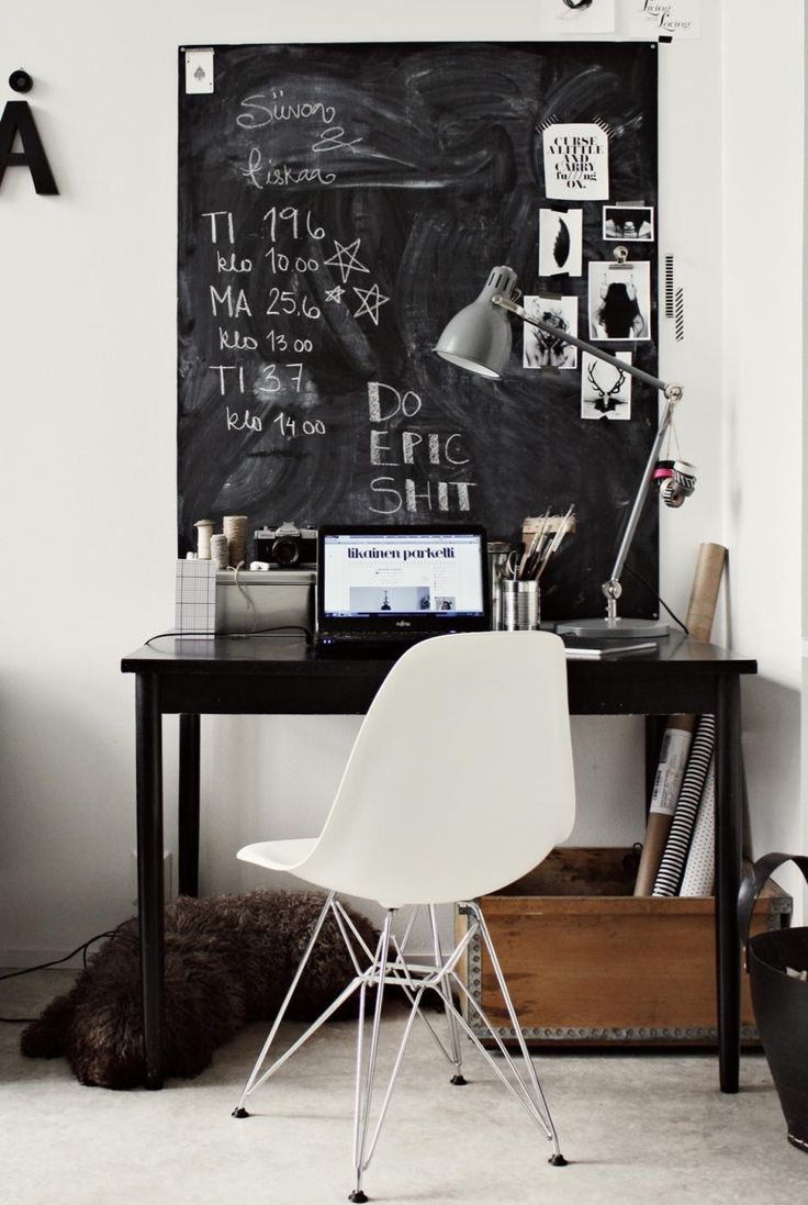 Home decor - Using a chalkboard background to organize your desk space!
