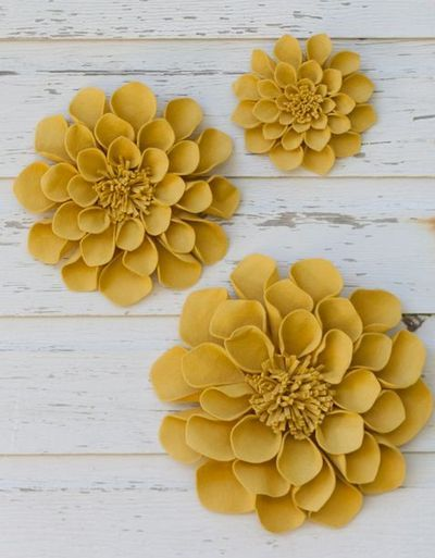 felt flowers: Craft, Idea, Color, Felted Flowers, Felt Wall, Wall Flowers, Felt Dahlias, Felt Flowers, Beautiful Wallflowers