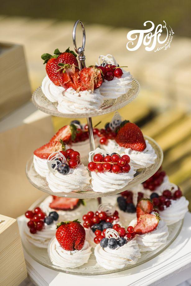 Десертный стол в пастельных тонах
