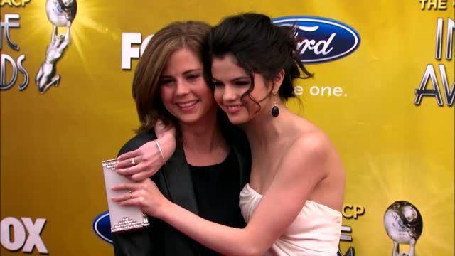 Selena Gomez ha echado a sus padres