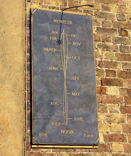 NOON DAY ANALEMMA Developed by the Moors around 600 BC, this sundial face has a figure-of-eight showing the months of the year. The gnomon's shadow tracks noon throughout the year.