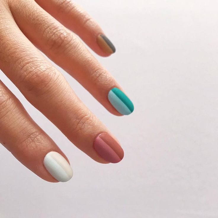 photo via @mini.nailstudio #nailart #nails #manicure #nailpolish #springnailtrend