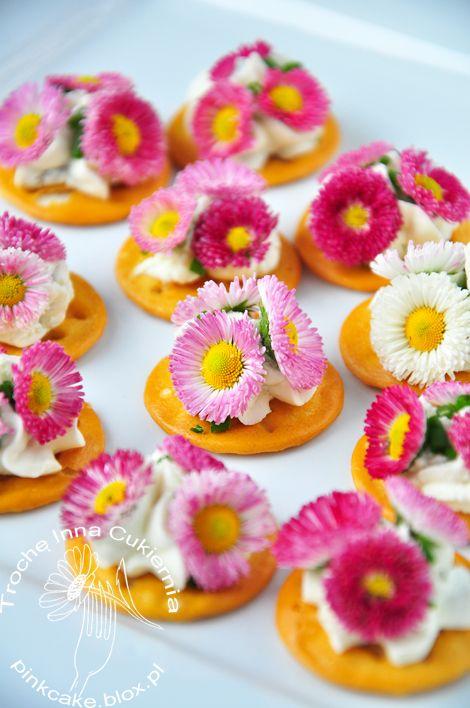 Kanapki z kwiatkami Edible flowers sandwich