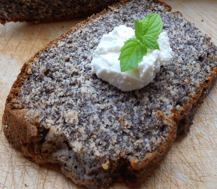 Hier ein Rezept für einen super leckeren, schnell zubereiteten Mohnkuchen. Alle Zutaten sind ganz einfach in jedem Supermarkt erhältlich. Es ist durch die Nüsse und den Mohn super saftig, low carb, high fat und fein. Lass ihn dir schmecken!