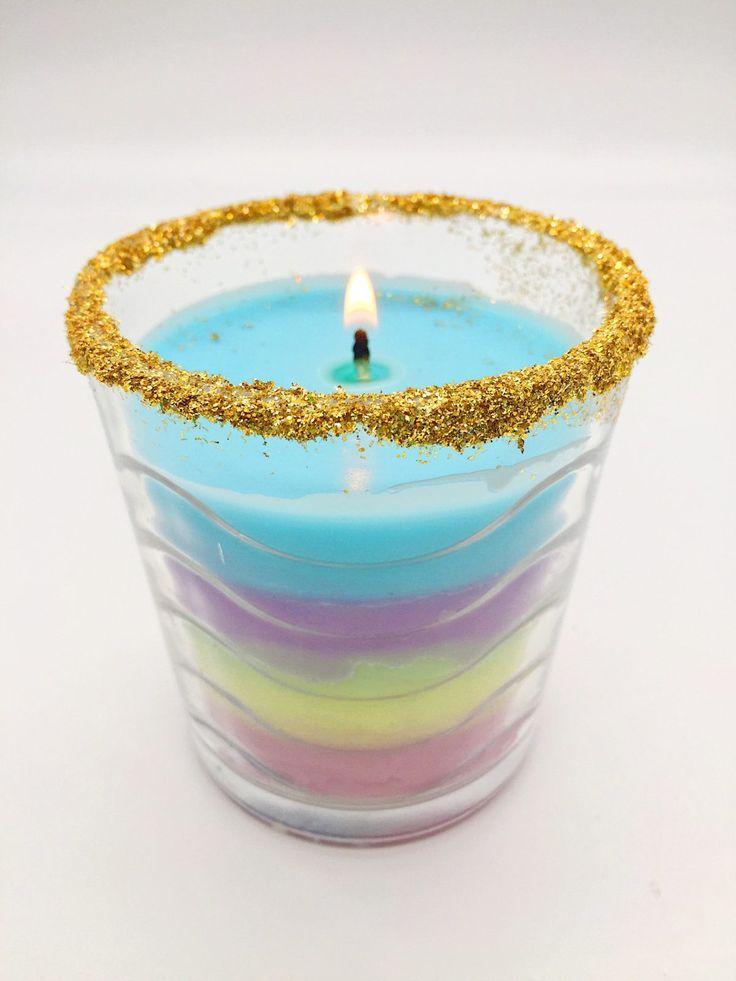 Nachdem mein Blog Beitrag zu meiner Anti-Stress Kerze so gut bei Euch ankam, zeige ich Euch heute eine weitere DIY Anleitung für selber gemachte Kerzen. Ich habe schon seit Längerem mit dem Gedanken gespielt, eine schöne bunte Regenbogen Kerze selbst zu... #bastelideen #basteln #diygeschenke