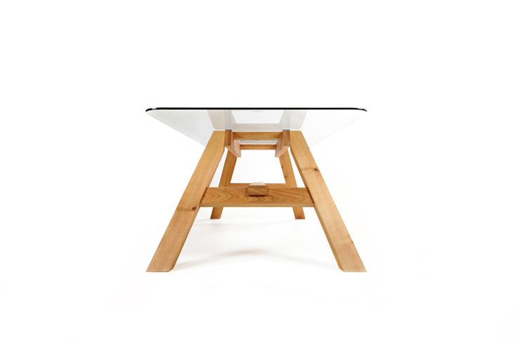 mazzivo table with glas