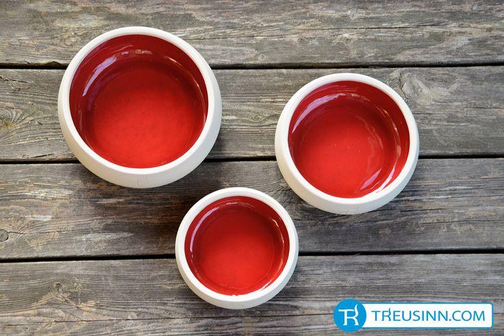 Treusinn Hundenapf Keramik Purpur. http://www.treusinn.com/hund/hundenapf-keramik-purpur