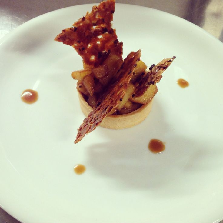 Apple tart test for new menu at Pere by chef patissier Argiris Papastavrou    #apples #tart #plateddesserts #patisserie #pomes #nougatine #caramel #gateaux #apapastavrou #chefpatissier #caramel