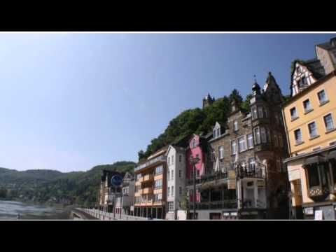 Moselapart - Cochem - Visit http://germanhotelstv.com/moselapart This modern penthouse apartment is located in Cochem directly on the banks of the Moselle River. Facilities include free WiFi and a balcony with panoramic views of the harbour and surrounding vineyards. -http://youtu.be/sML_REKn2oo