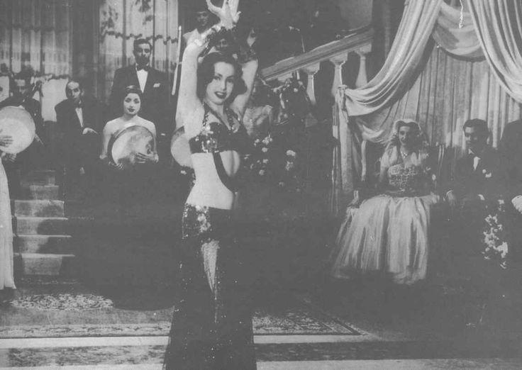 Samia Gamal en costume de cabaret des années 30. Photographie de film