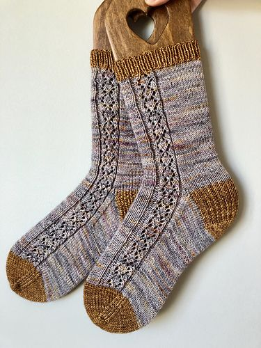Monroe Socks pattern by Twin Stitches Designs