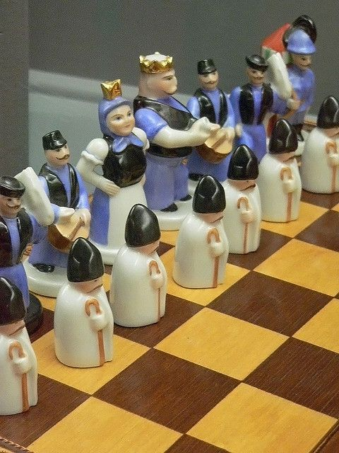 Herend Porcelain Factory chess set Hungary 1930
