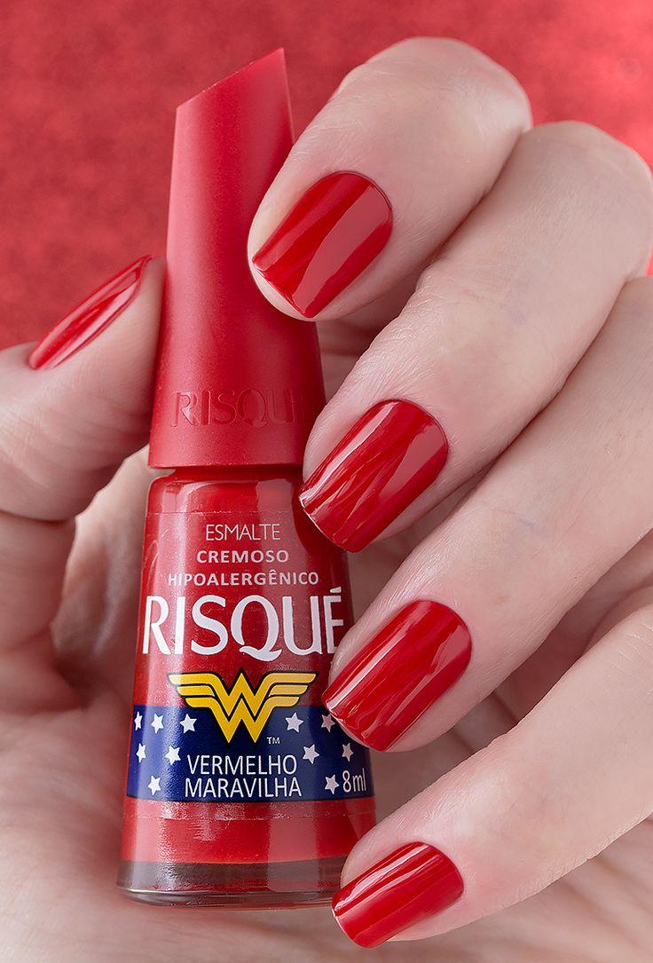 Swatch da Dani Honorato com o Risqué Vermelho Maravilha, da Coleção Risqué Mulher-Maravilha