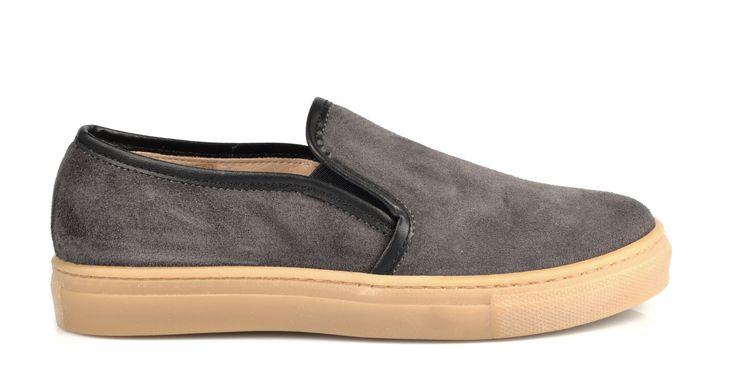 1570/Velour Grigio Slip On in camoscio grigio, suola in gomma. #galluccishoes #kids #shoes #sneakers #slipon #camoscio #SS16